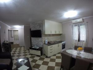 Una cocina o zona de cocina en Apartments Krivokapic
