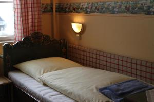 Postel nebo postele na pokoji v ubytování Gasthof Sollner Hof
