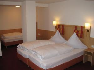 Ein Bett oder Betten in einem Zimmer der Unterkunft Gasthof Rössle