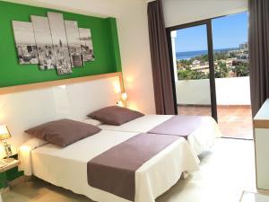 Cama o camas de una habitación en Apartamentos Bahia Playa