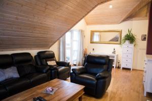 A seating area at Hvammur Apartments
