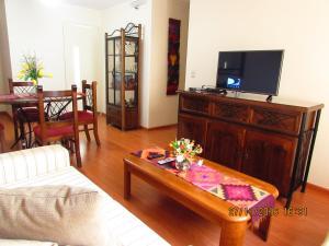 A television and/or entertainment centre at Bonito Apartamento en Miraflores