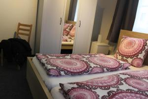 Ein Bett oder Betten in einem Zimmer der Unterkunft Bismarck Hostel Öhringen