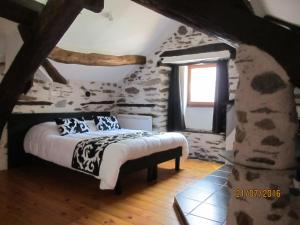 A bed or beds in a room at Chambres d'Hôtes Auberg'inn
