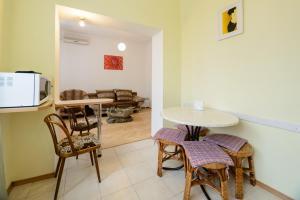 Kiev Accommodation Apartment on Trokhsviatytelska st. tesisinde bir oturma alanı