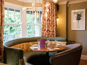 A restaurant or other place to eat at Innkeeper's Lodge Godalming