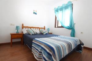 A bed or beds in a room at Mirador del Mediterraneo