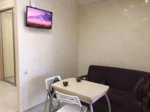 Телевизор и/или развлекательный центр в Апартаменты на Политехнической 62
