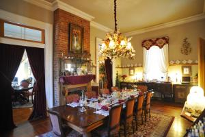 A restaurant or other place to eat at HH Whitney House - A Bed & Breakfast on the Historic Esplanade