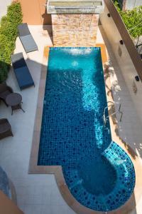 Vista de la piscina de Mhonsa Hotel o alrededores