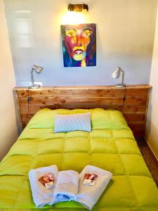 Una cama o camas en una habitación de Complejo Como Vaca