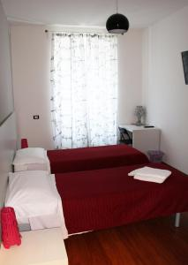 A bed or beds in a room at Smart Rooms
