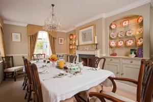 A restaurant or other place to eat at Rookwood Farmhouse B&B