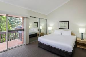 A bed or beds in a room at Medina Serviced Apartments North Ryde Sydney