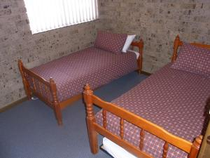 A bed or beds in a room at A Furnished Townhouse in Goulburn