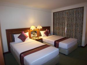 A bed or beds in a room at Hansa JB Hotel, Hatyai