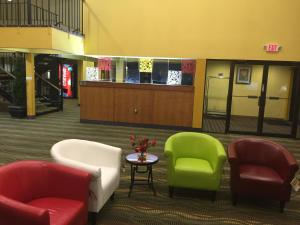 The lobby or reception area at Super 8 by Wyndham Staunton