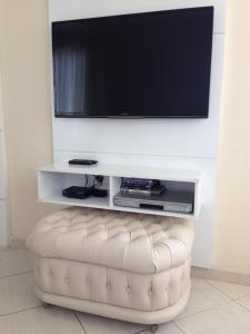 A television and/or entertainment centre at Apartamento Beira-Mar