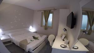 Een bed of bedden in een kamer bij Hotel Sant'Anna