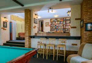 A pool table at Villa Sunrise Residence