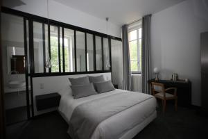 A bed or beds in a room at Domaine d'En Fargou