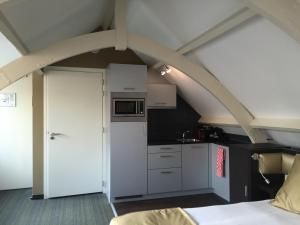 A kitchen or kitchenette at Golden Mansion Apartments