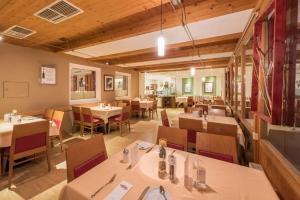 Ein Restaurant oder anderes Speiselokal in der Unterkunft Austria Classic Hotel Hölle