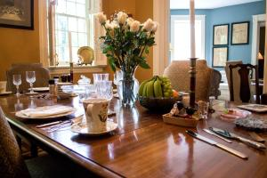 A restaurant or other place to eat at Clifford House Private Home B&B