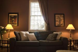 A seating area at Clifford House Private Home B&B