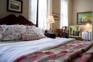 A bed or beds in a room at Clifford House Private Home B&B