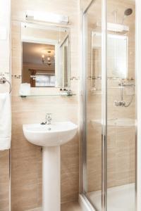 Un baño de Roseview Alexandra Palace Hotel