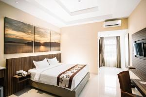 A bed or beds in a room at Sahid Batam Center Hotel and Convention