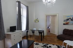 Zona de estar de Casa Sforii Brasov
