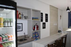 A kitchen or kitchenette at Hotel Irmãos Vaz Br 116 - Entronc. De Jaguaquara