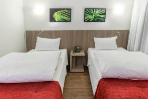 A bed or beds in a room at Ramada by Wyndham Campinas Viracopos