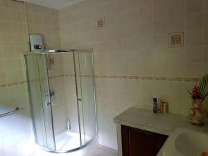 A bathroom at Liane De Mai