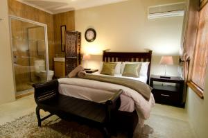A bed or beds in a room at 139 on Munnik Guest House