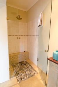 A bathroom at 139 on Munnik Guest House