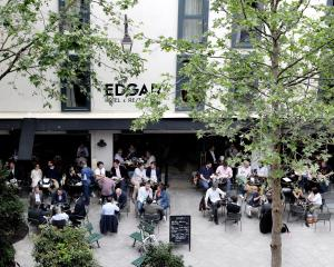 A restaurant or other place to eat at Hôtel Edgar