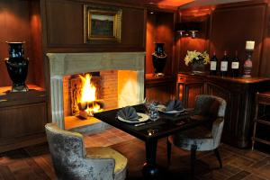 A restaurant or other place to eat at Le Domaine Chateau du Faucon