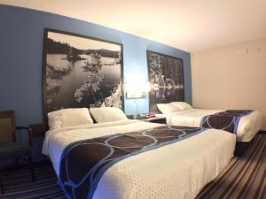 A bed or beds in a room at Super 8 by Wyndham Fort Frances