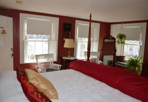 A bed or beds in a room at Pryor House B&B