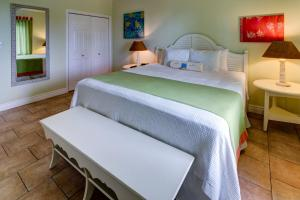 A bed or beds in a room at Pineapple Fields