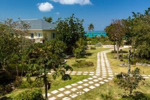 A garden outside Pineapple Fields