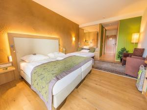 A bed or beds in a room at RETTER Bio-Natur-Resort