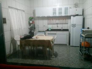 A kitchen or kitchenette at Casa em Cabo Frio