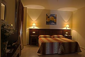 A bed or beds in a room at Hostal Carmen