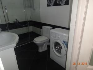 Ванная комната в Apartment at Tsyurupy 32