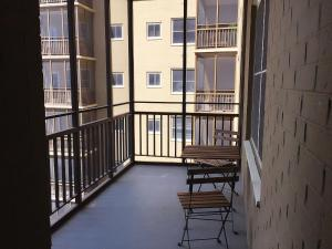 A balcony or terrace at Downtown 1 Bedroom Apt #18H