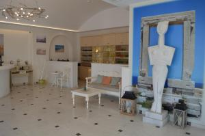 A seating area at Naxos Island Hotel